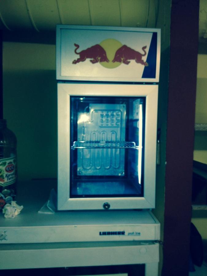 Red Bull Kühlschrank Leder : Formel einbruch bei red bull diebe kommen im mercedes focus