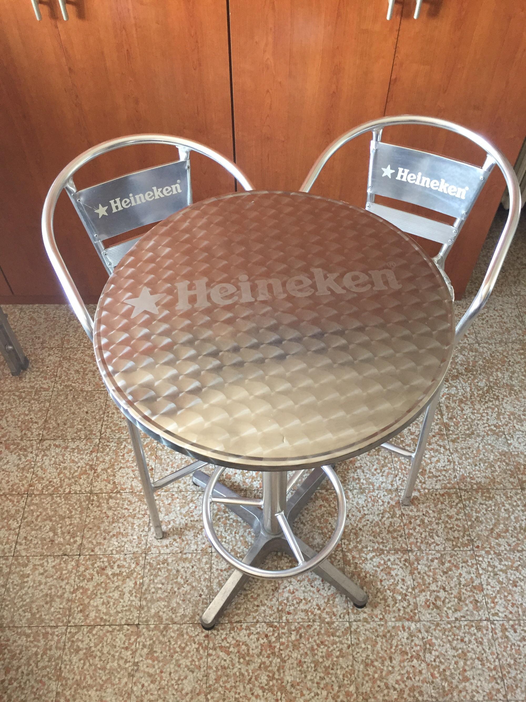 Usato tavolo e sgabelli bar heineken in brescia su u ac